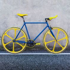 "This stylish bike is made in Italy, by master craftsmen in the heart of Brianza. Sport features a striking bi-color look, sporty and contemporary. Features 28"" wheels, 6-ray front and rear spokes, flip-flop hub (fixed gear/freewheel), and Kenda kadence bicolor tires 700 x 23. Bull Horn handlebars, ""arte sella"" saddle in faux leather made in Italy, 46-tooth prowheel crankset, KMC chain, and Wellgo fixed pedals in nylon. Size 54 (perfect for riders 169-178 cm tall) Please allow 4-6 weeks for…"