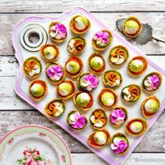 Kaurasipsit kasvistäytteillä Mini Cupcakes, Pudding, Desserts, Food, Tailgate Desserts, Deserts, Custard Pudding, Essen, Puddings