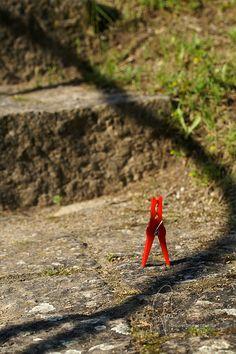 0004 #Schattenspiel | #shadowgame #klammerpic #rot #clothespin #red #ontour