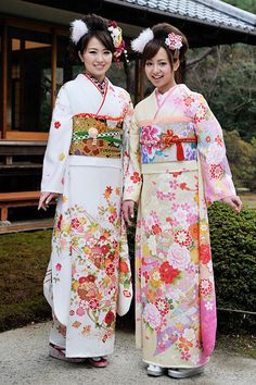 Women dressed in kimonos