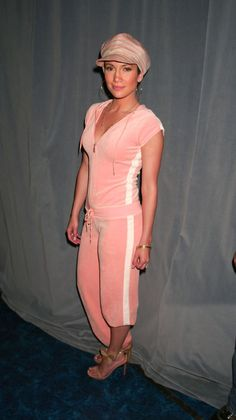 Jennifer Lopez is 46 today, July and yet she still looks as fresh-faced as she did in the 'If You Had My Love' days. J Lo Fashion, Weird Fashion, Fashion Week, Teen Fashion, Fashion Models, Fashion Outfits, Fashion Styles, Latest Fashion, 2000s Fashion Trends