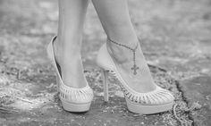 Image result for tatuagens femininas terço no pé