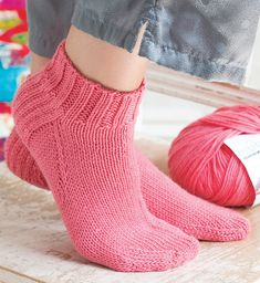 Short Socks pattern by Helen Bingham Socks are filled with fun techniques. Knit your cuff in the round, work your heel flap in rows, and then graft your toe using Kitchener stitch. Knitted Socks Free Pattern, Crochet Socks, Knitted Slippers, Knit Or Crochet, Knitting Socks, Knitting Patterns Free, Free Knitting, How To Knit Socks, Knitting Tutorials