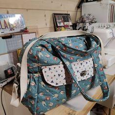 Françoise Vincent sur Instagram: Maintenant qu'il est arrivé à destination je vous présente le sac à langer que j'ai fait pour l'arrivée de mon futur petit fils Tuto…