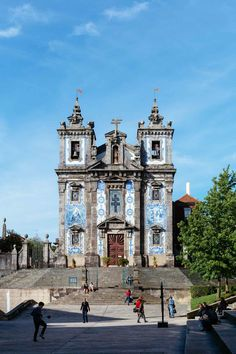 Porto guide | via Mr. Hundson Explores site | written by Kerry Murray and photos by Emanuele Siracusa Photography | June 2016 Often overlooked in favour of Lisbon and the beaches of the Algarve, Porto had lots to see and do and a personality all of her own. #Portugal Igreja St Ildefonso | Photo: Emanuele Siracusa