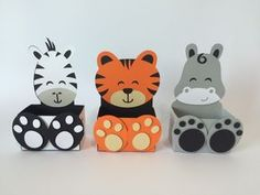 recycle containers to store craft room supplies with theme - wild animals Kids Crafts, Animal Crafts For Kids, Diy For Kids, Diy And Crafts, Safari Party, Safari Theme, Wild One Birthday Party, First Birthday Parties, Diy Paper