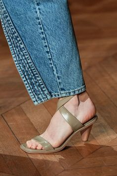 Stella McCartney Spring 2020 Fashion Show Details. All the fashion runway close-up details, shoes, and handbags from the Stella Mccartney Spring 2020 Fashion Show Details. Stella Mccartney, Sandals Outfit, Lace Up Sandals, Vogue Paris, Fashion 2020, Fashion Show, Fashion Trends, Women's Fashion, Couture