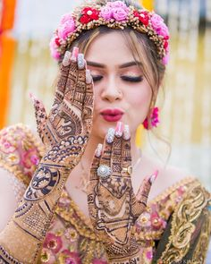 New and unique mehndi designs for the new age brides Mehendi Photography, Indian Wedding Couple Photography, Indian Wedding Bride, Wedding Photography Poses, Photography Ideas, Wedding Poses, Wedding Wear, Spring Wedding, Wedding Events