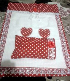 New Crafts, Baby Crafts, Crafts To Make, Baby Sheets, Baby Bedding Sets, Hand Embroidery, Embroidery Designs, Image Deco, Quilt Sets