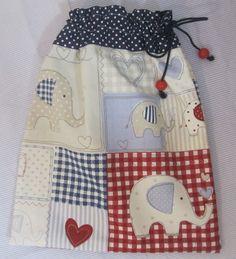 Saquinho multiusos em tecido e forrado 30x35cm 17,50€ Óptimo para levar a muda de roupa para a escolinha!!