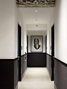 Corridor Decoration: 25 Great Ideas to Discover! Hotel Hallway, Hotel Corridor, Hotel Door, Corridor Ideas, Ikea Interior, Black And White Hallway, White Walls, Door Design, Wall Design