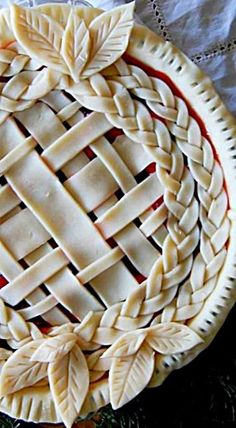 These pie crust are a beautiful work of thanksgiving Christmas fall art.Lattice, Braid and Leaves Pie Crust ❊ Just Desserts, Delicious Desserts, Yummy Food, Pie Dessert, Dessert Recipes, Fall Recipes, Holiday Recipes, Apple Recipes, Pie Crust Designs