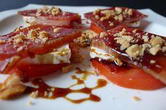 Mojama con tomate, queso de cabra, almendras y miel