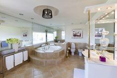 Impresionante baño en Villa de Puerto Banus