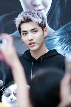 Waaa Idk why but his hair kinda looks like his son's hair-Minseok-