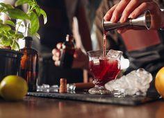 5 rețete de ceai pentru vară – Cocktails și Mocktails – Just t  Cocktailurile si mocktailurile sunt preferatele noastre în zilele toride de vară, și nu numai. Îți propunem să încerci 5 minunății de băuturi cu alcool sau nonalcool, care au la bază nu mai puțin de cinci rețete de ceai.  Herbal tea chamomile and honey – no. 20; Green tea morning star – no. 4; Organic Earl Grey tea – no. 5; Organic smooth rooibos vanilla – no. 19; Herbal infusion Sweet chai no. 9.
