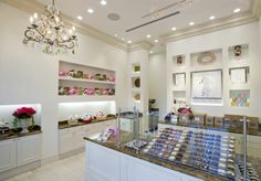 Hills is a sweet lover's paradise with dozens of gourmet food shops including Beverly Hills Brownie Co. Beverly Hills Restaurants, Cupcake Shops, Cake Blog, Store Design, Gourmet Recipes, Coffee Shop, Sweet Treats, Interior, Bakery Ideas