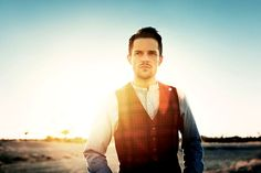 Brandon Flowers, the cute singer from my favorite band The Killers <3