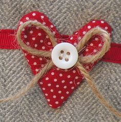 pochette tweed and polka dots Heart Art, Love Heart, Make Do And Mend, Fabric Hearts, Heart Crafts, Machine Embroidery Applique, Scrapbook Embellishments, Felt Hearts, Couture