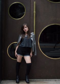 Look do dia / Outfit - bota grunge Schutz, meia 7/8 Forever 21, shorts Farm, maxisolar Topshop, jaqueta Armani.