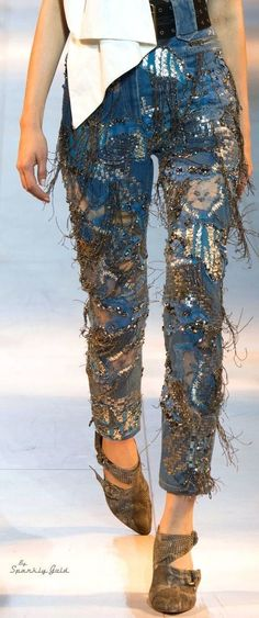 Roberto Cavalli spring jeans 2016 Discover the season's newest designs and inspi… Roberto Cavalli Spring Jeans 2016 Denim Fashion, Look Fashion, Runway Fashion, Trendy Fashion, High Fashion, Fashion Design, Fashion Photo, Kleidung Design, Estilo Jeans