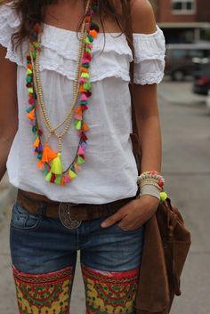 ༺✿ Boho Chic ** ✿༻ *un hermoso collar hecho con muchas borlas de colores. ¡Tú también puedes hacerlo!