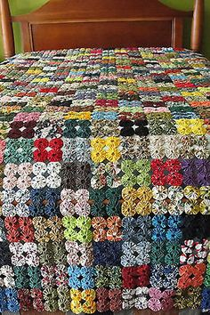 Details about Vintage Hand Made YoYo Quilt made with Brunschwig & Fils Textile Fabrics - quilt patterns Quilting Projects, Quilting Designs, Sewing Projects, Quilting Ideas, Crochet Bedspread Pattern, Crochet Blanket Patterns, Vintage Quilts Patterns, Quilt Patterns, Fabric Crafts