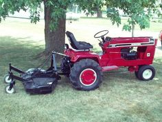Cool custom Yard Tractors, Small Tractors, Tractor Mower, Lawn Mower, Antique Tractors, Vintage Tractors, Garden Tractor Pulling, International Tractors, Tractor Implements