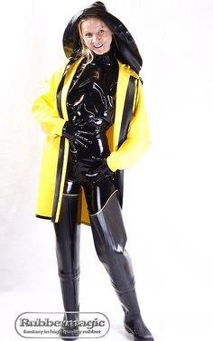 Latex-Regenhut mit großer Krempe und Latex-Regenjacke