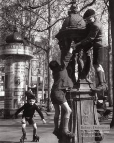 Fontaine Wallace Poster by Robert Doisneau at AllPosters.com