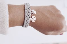 - DIY Schmuck Flechtarmbänder Make DIY jewelry braided bracelets yourself Diy Schmuck, Schmuck Design, Diy Jewelry Projects, Jewelry Crafts, Beaded Jewelry, Jewelry Bracelets, Diy Bracelet, Armband Diy, Jewelry Stores Near Me