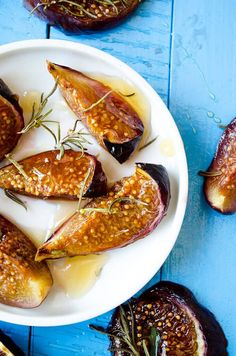 Simple Oven Roasted Figs | giverecipe.com | #figs #figrecipes #figseason #dessert #easydessert