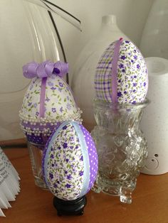 Easter Crafts and Decorations Plastic Easter Eggs, Easter Egg Crafts, Easter Projects, Diy Osterschmuck, Easter Egg Designs, Quilted Ornaments, Diy Easter Decorations, Diy Ostern, Easter Parade