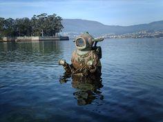 Monumento al Capitán Nemo en la playa de Cesantes (ría de Vigo)