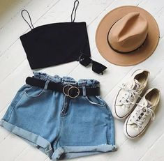 Crops and denim shorts are the best summer outfit - moda damska - Teen Fashion Outfits, Mode Outfits, Outfits For Teens, Girl Outfits, Ootd Fashion, Denim Fashion, Womens Fashion, Girl Fashion, Fashion Check