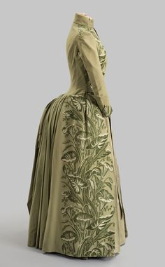 Historical fashion and costume design. 1870s Fashion, Edwardian Fashion, Vintage Gowns, Vintage Outfits, Pretty Dresses, Beautiful Dresses, Bustle Dress, Victorian Costume, 19th Century Fashion