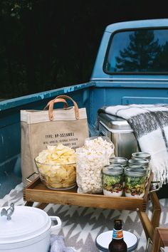 There's nothing quite like an afternoon spent outdoors, tailgating with friends before a big event, on a crisp, fall day. Today we're showing you how to plus up your tailgate, while still keeping some of the old school traditions alive. It's surprising how easy it can be to elevate your tailgate