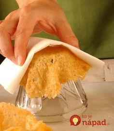 Tieto veci sa nájdu hádam v každej domácnosti – slané krekry, tyčinky, ingrediencie na prípravu palacinkového cesta, alebo pečivo. Ukážeme vám, ako z týchto naoko obyčajných vecí vyrobiť hotovú pastu pre oči, z ktorej vaše návštevy budú len otvárať ústa. Obyčajné krekry  Nápady z palacinkového cesta Namiesto obyčajných chlebíkov Syr a saláma Košíky zo... Antipasto, Wine Recipes, Cooking Recipes, Appetizer Buffet, Food Garnishes, Food Humor, Food Design, Cooking Time, Finger Foods