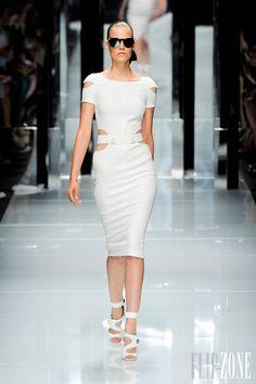 Versace - Ready-to-Wear - Spring-summer 2011 - http://en.flip-zone.com/fashion/ready-to-wear/fashion-houses-42/versace-3209 - ©PixelFormula