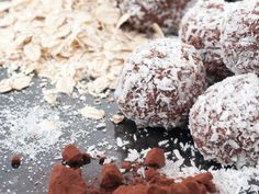 This heavenly raw chocolate balls recipe is a tasty desert treat. It features the potent health benefits of superfoods like chocolate and coconut. Chocolate Balls Recipe, Like Chocolate, Decadent Chocolate, Chocolate Treats, Coconut Recipes, Whole Food Recipes, Free Recipes, Danish Food, Processed Sugar