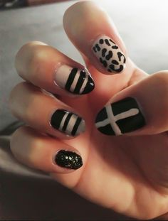 nail art black and white