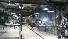 Batman's High Tech HQ in the Batcave Batman V Superman Movie, Batman Comics, Dc Comics, Wayne Manor, Modern Garage, Lab Tech, Smart Home Technology, Batcave, Garage Workshop