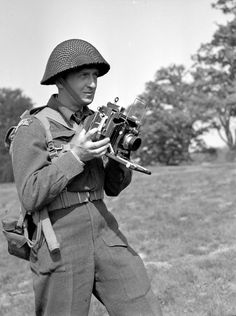 Lieutenant Donald I. Grant of the Canadian Army Film and Photo Unit, who holds an Anniversary Speed Graphic camera, England, 11 May 1944. Library and Archives Canada MIKAN 3524310