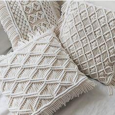 Macrame Wall Hanging Patterns, Macrame Art, Macrame Design, Macrame Projects, Macrame Knots, Macrame Patterns, Boho Cushions, Diy Arts And Crafts, Handmade Decorations