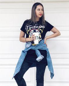 """Nancy Loaiza (@nancyloaz) Instagram: """"Cuando me dicen """"posa casual"""" yo siempre miro a un ladito  y quedo """"CASUALÍSIMA""""  Uds son de las…"""" Mom Jeans, Actors, Paris, Clothing, Instagram, Women, Fashion, Vestidos, Youtubers"""
