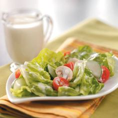 Creamy Garlic Dressing Recipe- Recipes This zippy dressing gives a refreshing warm-weather salad added punch. The wonderful garlic taste comes through as this creamy mixture coats the lettuce beautifully. Salad Dressing Recipes, Salad Recipes, Salad Dressings, Creamy Garlic Dressing, Garlic Recipes, Potato Recipes, Menu, Cooking Recipes, Healthy Recipes