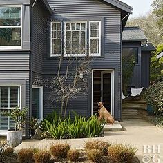House Painters for Exterior Design - Renew Your Home by House Painting - Decorology Siding Colors, Exterior Colors, Exterior Design, Front Entry Landscaping, Backyard Landscaping, Vinyl Siding Repair, Traditional Front Doors, Brick Flooring, Wood Paneling