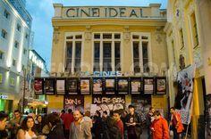 Es un cine en Madrid, España. Mucho personas les gusta esta más que la televisión.