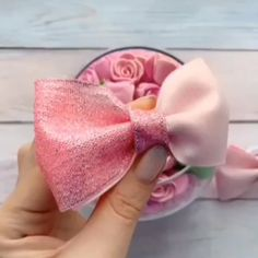 Hair bow tutorials (pin to view) @ DIY Home Ideas.i LOVE making bows!Hair bow tutorials (pin to view) @ DIY Home Ideas Walters Walters Hebert I am sure you've seen thsi but just in case you haven't*I have so much ribbon I could use to make bows for my nie Ribbon Hair Bows, Diy Hair Bows, Diy Ribbon, Ribbon Crafts, Flower Crafts, Fabric Hair Bows, Hair Bow Tutorial, Fabric Bow Tutorial, Little Presents