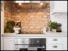 Brick wall kitchen exposed brick wall kitchen design ideas home tweaks whitewash brick wall in kitchen Kitchen Tops, New Kitchen, Loft Kitchen, Kitchen Interior, Kitchen Decor, Brick Wall Kitchen, White Kitchen Island, My Ideal Home, Exposed Brick Walls